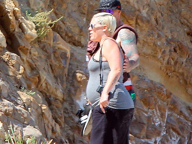 singer Pink 5 days post pregnancy